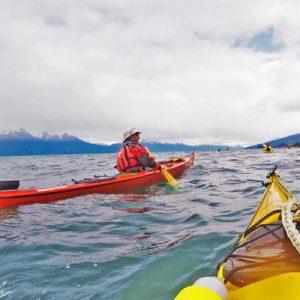 1-Escuela-kayak-ushuaia-cursos-adultos-kayaking-travesia-aventura-capacitacion-expertos-canotaje-profesor
