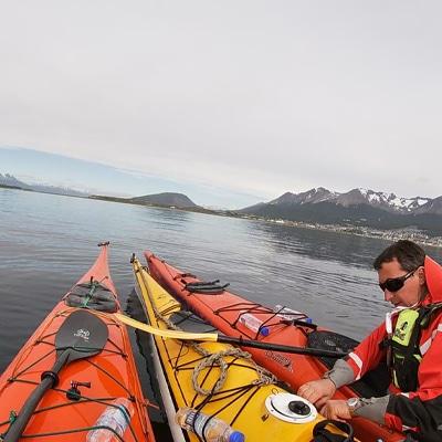 10-Escuela-kayak-ushuaia-cursos-adultos-kayaking-travesia-aventura-capacitacion-expertos-canotaje-profesor-instructor