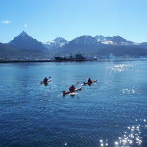 3-Escuela-kayak-ushuaia-cursos-adultos-kayaking-travesia-aventura-capacitacion-expertos-canotaje-profesor