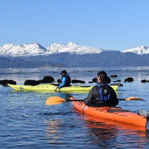 10_bautismo-de-kayak-en-ushuaia-tierra-del-fuego-escuela-instructor-profesor-aca-kayakushuaia-bahía-capacitacion-excursion-paseo-turismo