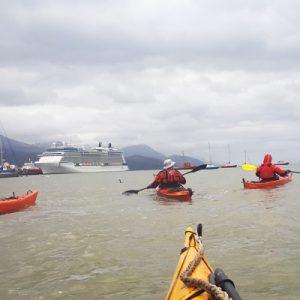 1_bautismo-de-kayak-en-ushuaia-tierra-del-fuego-escuela-instructor-profesor-aca-kayakushuaia-bahía-capacitacion-excursion-paseo-turismo