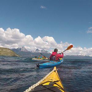 7_bautismo-de-kayak-en-ushuaia-tierra-del-fuego-escuela-instructor-profesor-aca-kayakushuaia-bahía-capacitacion-excursion-paseo-turismo