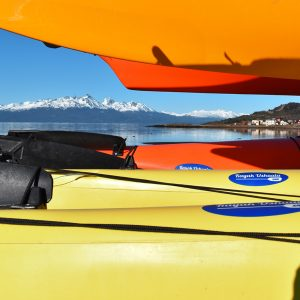 9_bautismo-de-kayak-en-ushuaia-tierra-del-fuego-escuela-instructor-profesor-aca-kayakushuaia-bahía-capacitacion-excursion-paseo-turismo