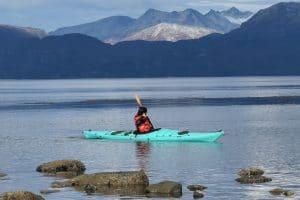 2_argentina-kayak-en-ushuaia-bahia-faro-canal-beagle-travesía-alquiler-expedicion-excursion-agencia-kyakistas-patagonia-explorer-escuela-cursos