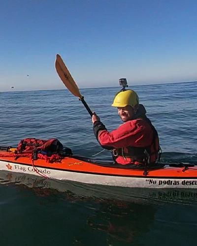 2-kayak-ushuaia-en-peninsula-mitre-tierra-del-fuego-argentina-travesia-expedición-aca