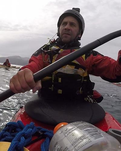 kayak-ushuaia-en-peninsula-mitre-tierra-del-fuego-argentina-travesia-expedición-aca